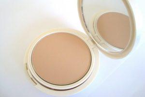 base com protetor11 300x200 - Maquiagem com protetor solar funciona?