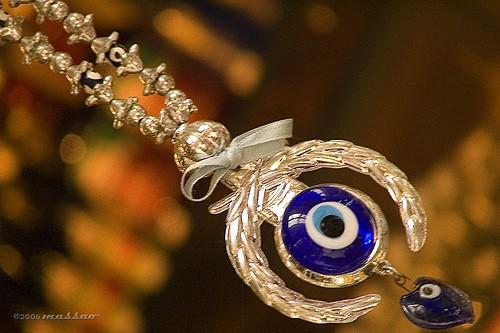 olho turco - Conheça o poder do olho turco mostrado em Salve Jorge