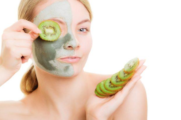 iStock 000044366150 Small - Quais alimentos evitam a acne?