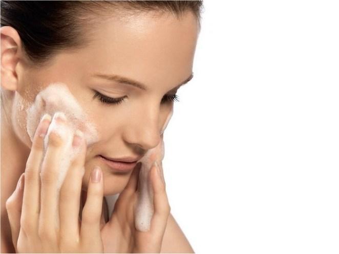 peke mista - Como cuidar da pele mista de forma correta?