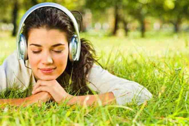ouvindo musica - Música para os ouvidos e para a alma