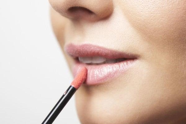 gloss na boca gloss labial maquiagem ngloss - Como se maquiar para o trabalho?