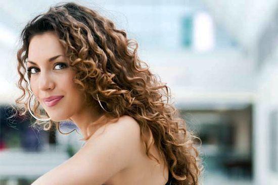 459823 Como cuidar do cabelo cacheado corretamente 11 - 7 Coisas que Você Precisa Saber Sobre Hidratação Capilar