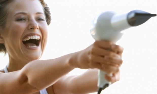 mulher cuidados secador chapinha 35350 - Evite erros ao usar a chapinha