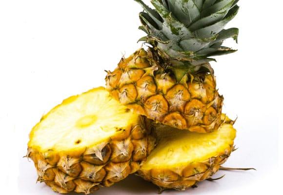 abacaxi - Quais alimentos ajudam a hidratar no verão?