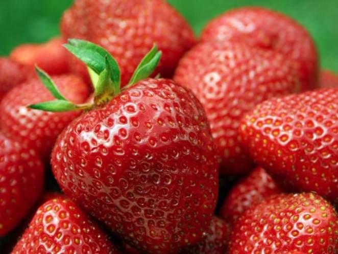 morangos 680x510 - Quais alimentos ajudam a hidratar no verão?