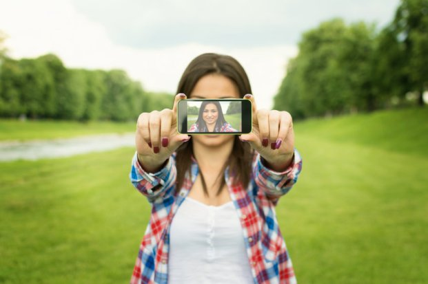 iStock 000040581640 Small - Segredos para sair bem na selfie