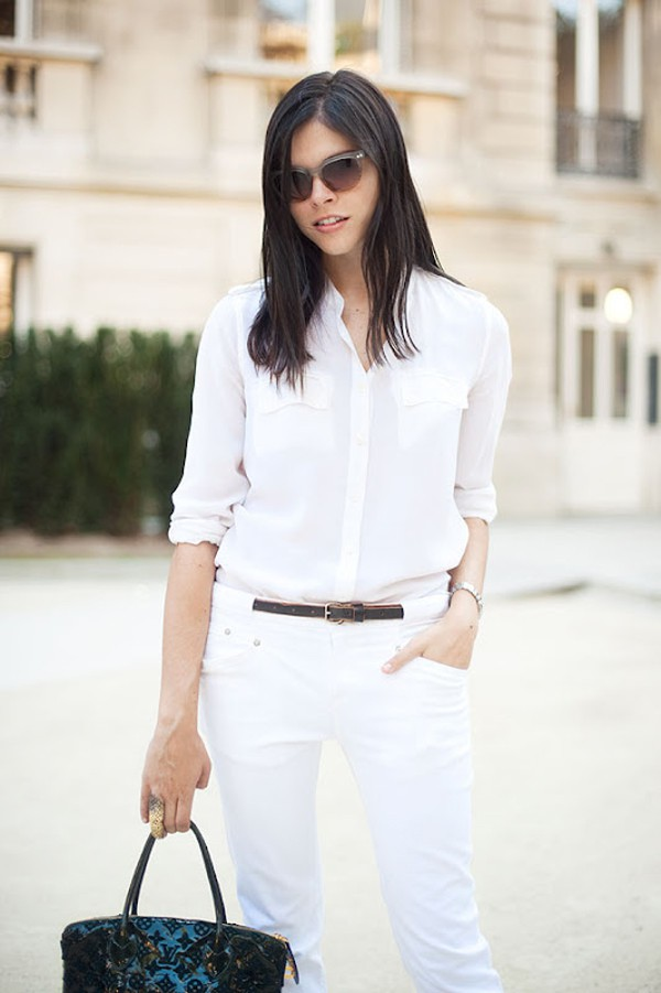 street style girl in all white and translucent sunglasses - Camisa branca: como usar?