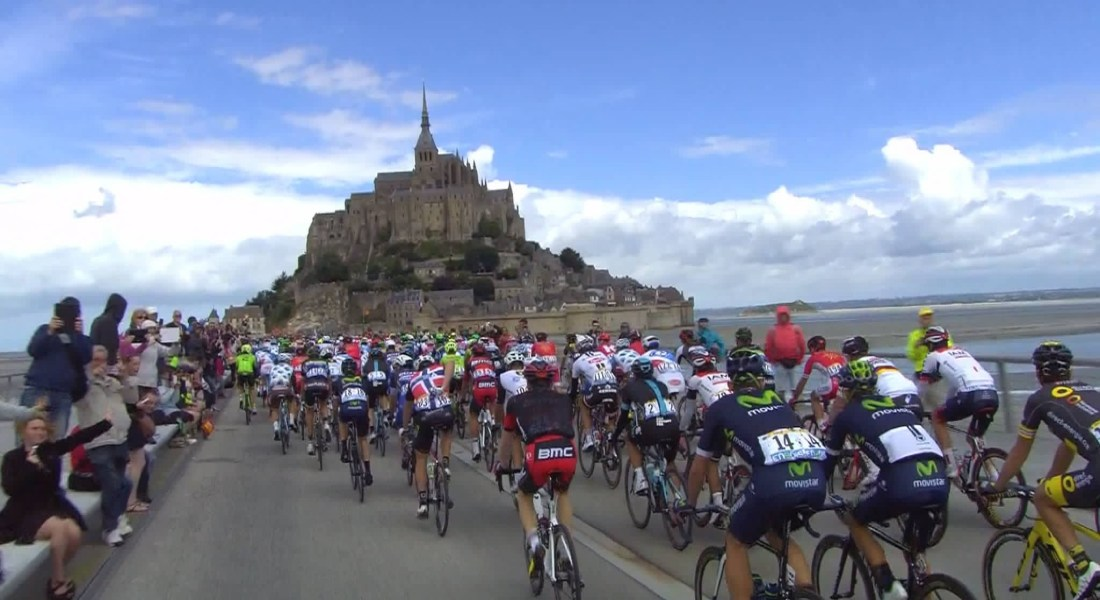 Renners bij Mont Saint-Michel | Tour de France 2016