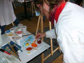 Membres d'une équipe s'apprêtant à peindre