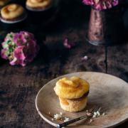 Wenn Du Dich einfach nicht entscheiden kannst: Ein saftiger Cupcake oder eine Crème brûlée? Ich sag mal so: Die Entscheidung ist doch gar nicht so schwer: Crème brûlée Cupcakes sind die Lösung.