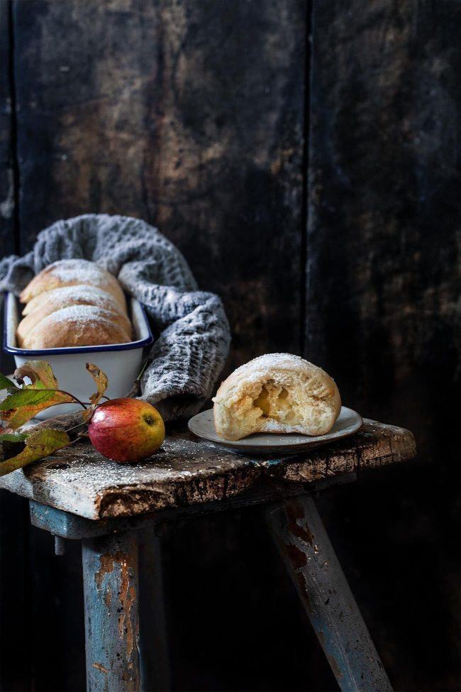 Brioche gefülltmit Äpfeln