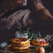Zwieback- Quark-Pfannkuchen Guten Morgen! Also, ich bleib noch etwas im Bett. Mit einem Berg voll knuspriger Pfannkuchen.