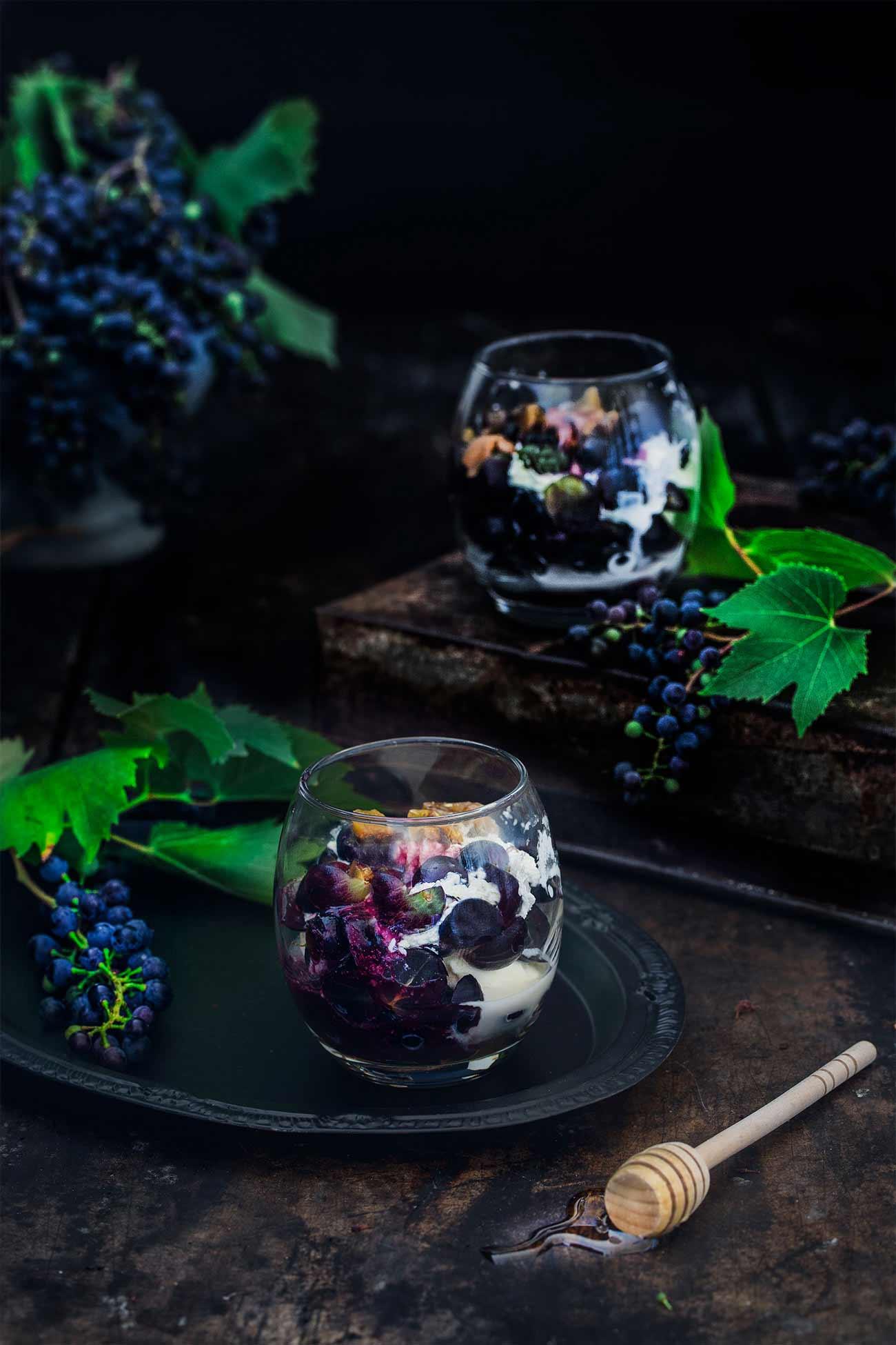 Trauben Dessert mit Traubensirup und karamellisierten Pistazien