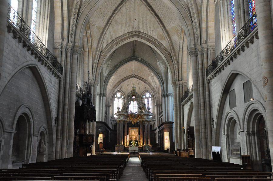 Vue d'ensemble de la cathédrale Saint-Maurice