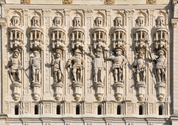 Les statues de la façade datent de 1537