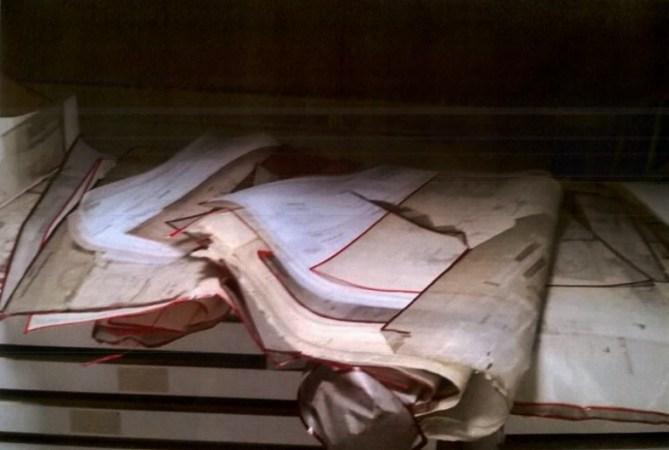 Documentación administrativa y técnica abandonada al expolio en las oficinas de la antigua Babcock & Wilcox (Fotografía nº 1 aportada por el Sr. Aldecoa a las Juntas Generales de Bizkaia