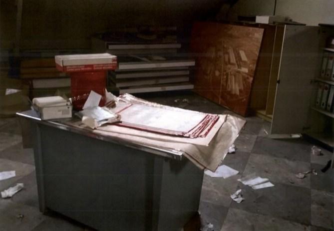 Documentación administrativa y técnica abandonada al expolio en las oficinas de la antigua Babcock & Wilcox (Fotografía nº 2 aportada por el Sr. Aldecoa a las Juntas Generales de Bizkaia