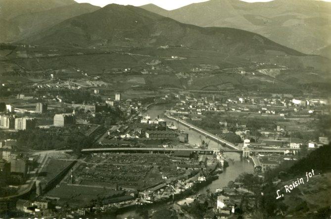 El puente y el viaducto de Deusto atravesando la ría y la vega de San Mamés (Postal, colección Joaquín Cárcamo)