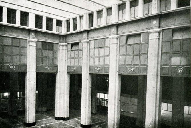 Vestíbulo de viajeros de la estación de Bilbao Abando en 1948 (Revista Trenes, nº 37 extraordinario. RENFE, 1948).