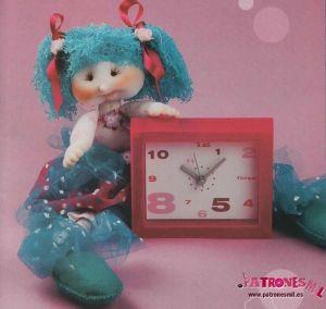 muñeca con reloj