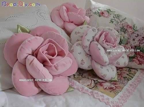 cojin en forma de rosa