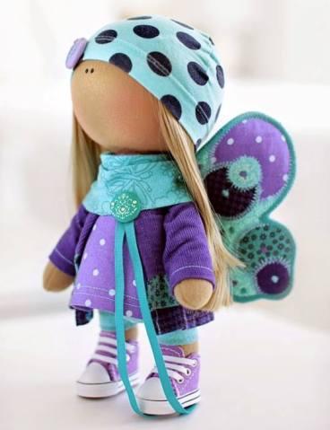 muñeca rusa con alas