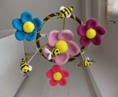 movil para cuna de flores y abejas