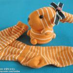 Conejo con calcetines