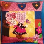 Cojin niña country patchwork