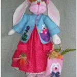 Muñeca conejo con vestido