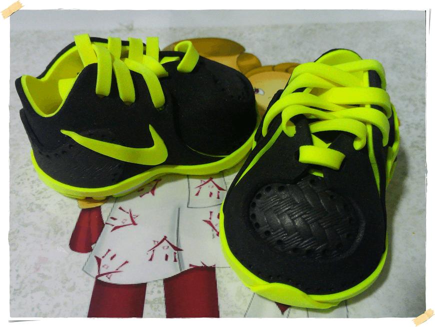 Deportivas negras en goma eva para muñecas - Patrones gratis 1b9dda8928f