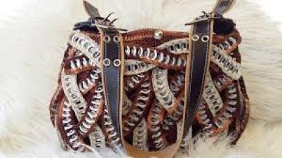 bolso con anillas de lata