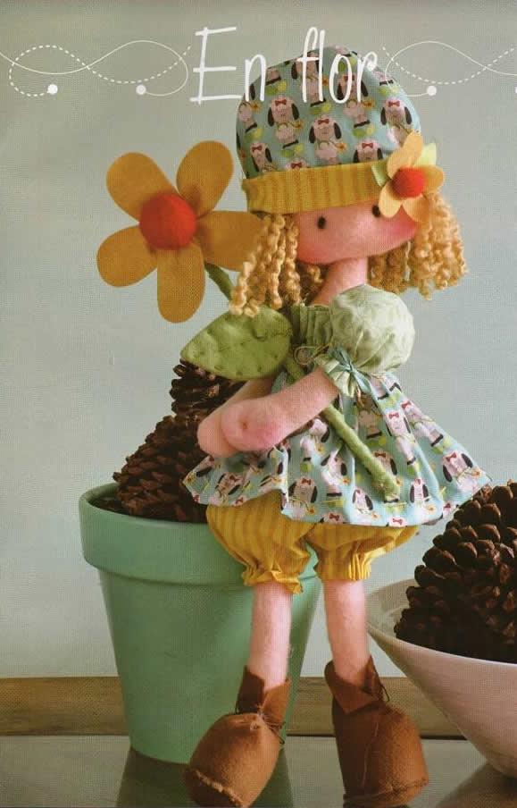Patrón de muñeca con flor - Patrones gratis