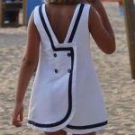 Patrón de vestido de niña cruzado y botones en la espalda