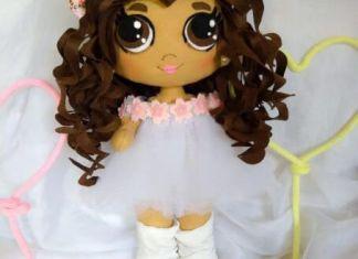 Muñeca de fieltro pelo largo y rizado