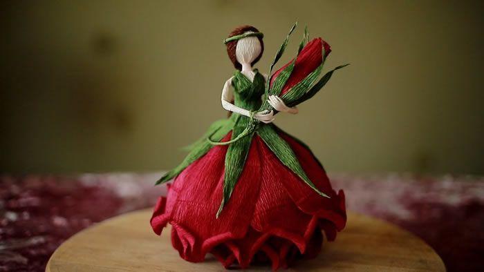 Muñeca Hada de las Flores en papel crepé