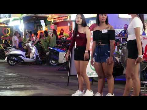 Girls waiting – Soi Buakhao Pattaya – Thailand