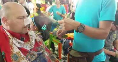 Nose Cleaning Soi Buakhao Market Pattaya Thailand