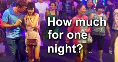 Pattaya, Walking Boulevard. Nightlife scenes. A Inch-Inch bars and freelancers Thai ladies