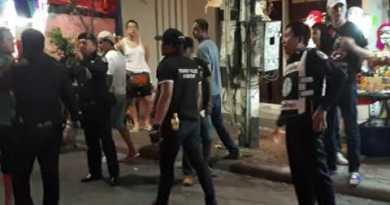 Walking Boulevard Pattaya Thailand stopping between falang