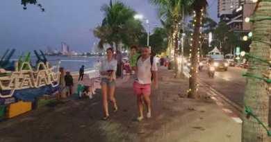 I like to stroll on Pattaya Beach Avenue at sunset, Dec 2017