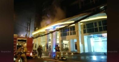 Pattaya VIDEO: Hundreds waft burning Pattaya resort