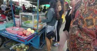 PATTAYA – Thai GF Purchase BBQ Banana, what??