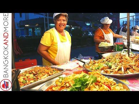 Thailand Aspect road Meals Vendors in Bangkok