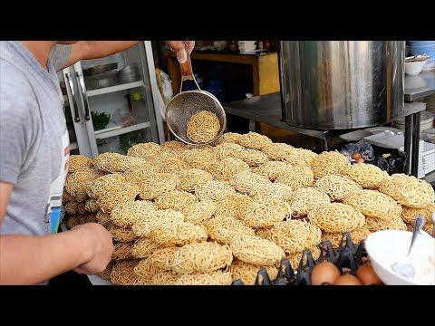 Thai Street Food – SEAFOOD GRAVY NOODLES & SHRIMP FRIED RICE Bangkok Thailand