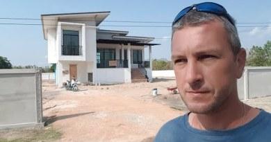 Türen und Einfahrt – Hausbau in Thailand