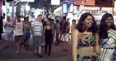 Pattaya walking boulevard | Vacationers and Freelancers after Midnight!!