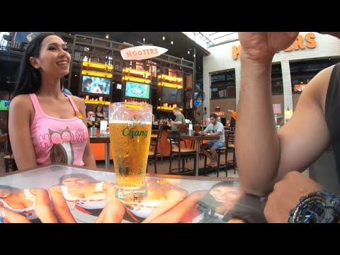 Hooters Girl & Soi 13 1 II Pattaya day time