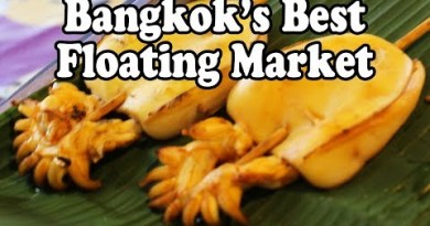 Thai Avenue Food at Khlong Lat Mayom Floating Market in Bangkok Thailand